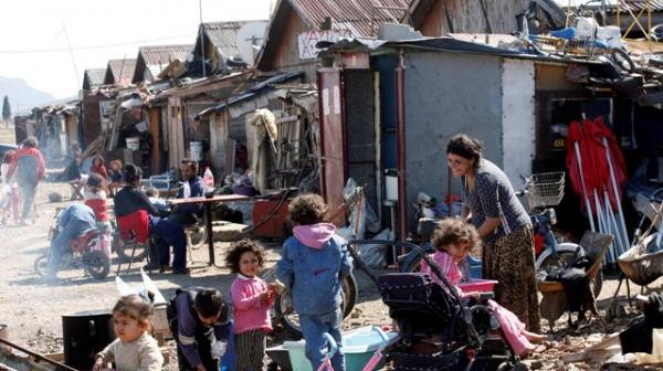 Каракачанов нищи концепцията си за ромите на кръгла маса