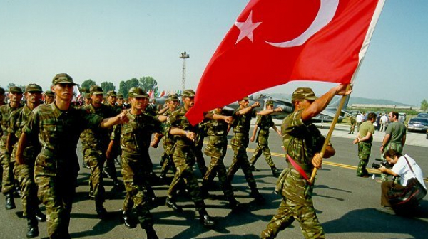 Турция бомбардира Северен Ирак