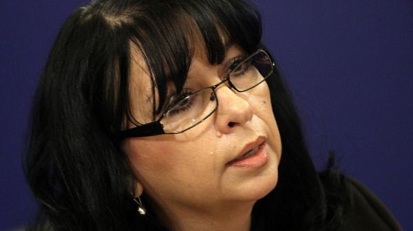 Министър Петкова се направи на ударена на въпрос за туркменски газ през Русия