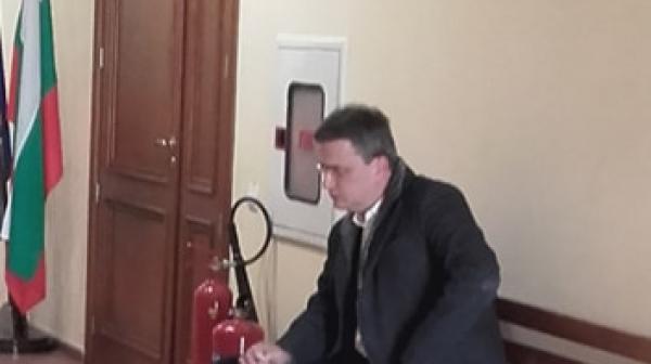 Бисер Лазов се яви в съда, Иван Гешев също е в залата по делото КТБ