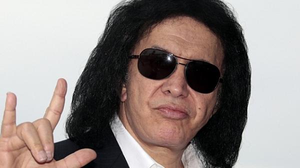 """Вокалистът на """"Kiss"""" с обвинение за сексуално посегателство"""
