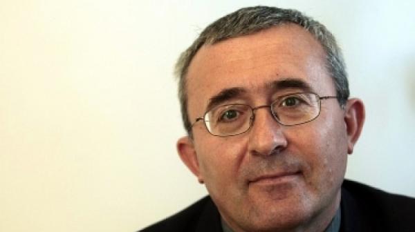 Слатински: България се тресе, а той е отвъд океана, пет пари не дава