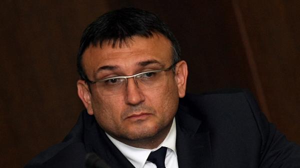 Шефът на МВР намекна, че от ведомството не е изтекла информация за момчето от Пловдив