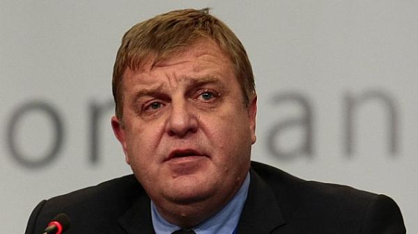 Кр. Каракачанов: Водят се преговори за разсрочено плащане на самолетите,