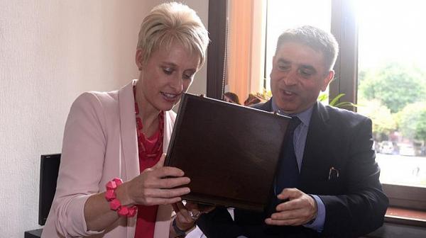Елементарно, г-жо Хопкинс, много елементарно обидихте британските служби и българите