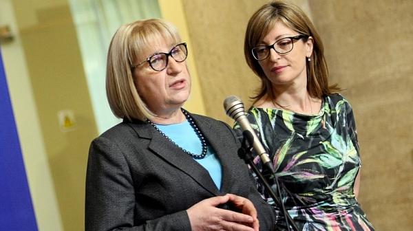 Цецка Цачева: Няма да въвеждаме трети пол