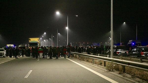 """Протестиращ: Продължават да летят """"калинките"""" във властта"""