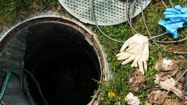 Двама мъже загинаха в септична яма в свинекомплекс
