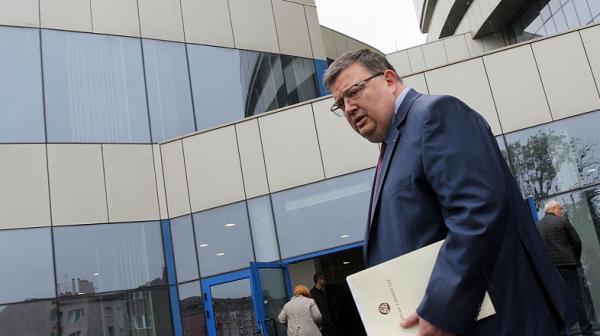 Преди края на мандата си Цацаров подписва меморандуми