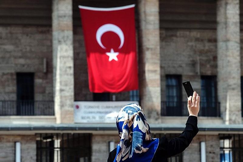 Турция се намесва многократно във вътрешното развитие на България. Така