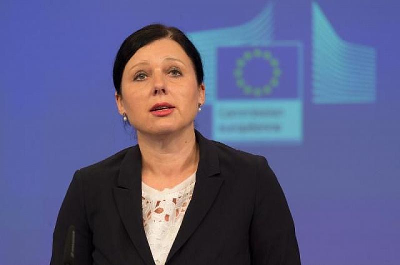 Комисарката за правосъдието Вера Юрова опроверга премиера Бойко Борисов, че