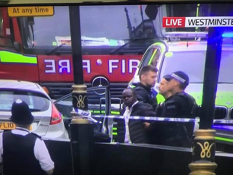 Двама души са ранени, след като тази сутрин кола се
