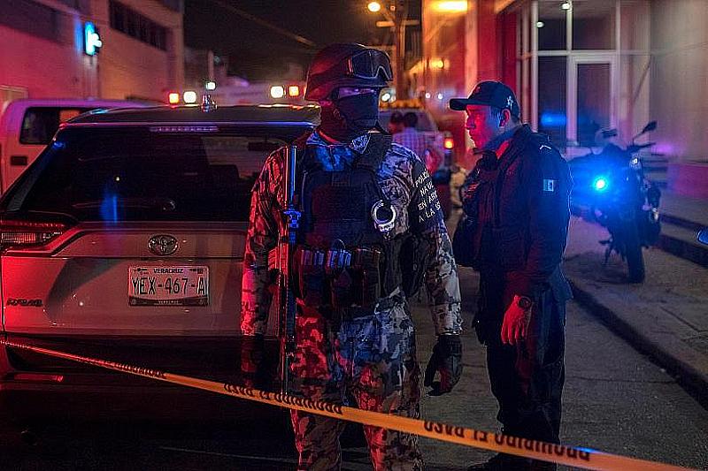 Мъже в автомобили застреляли 14 души в различни части на