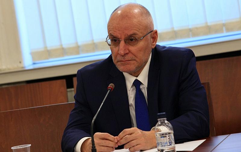 Управителят на БНБ Димитър Радев излезе с публикация за Банковия