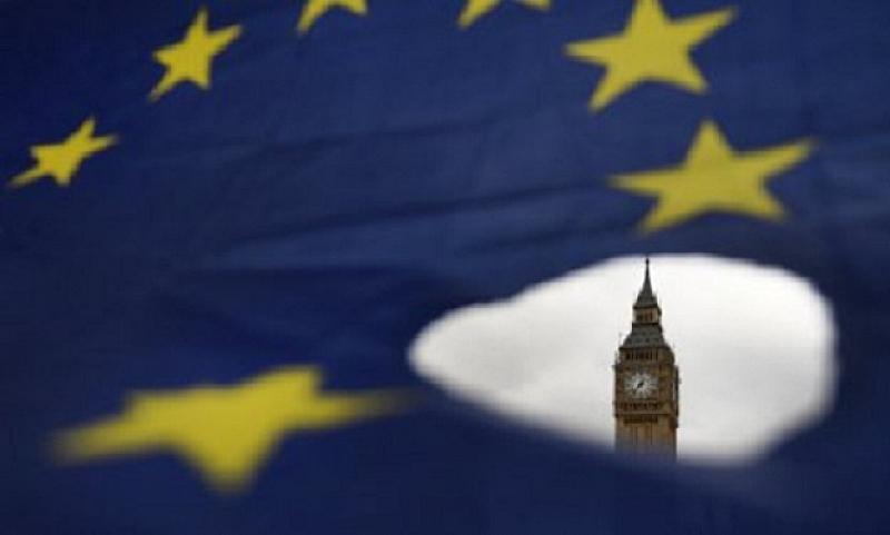 Камарата на общините на британския парламент се събира в събота