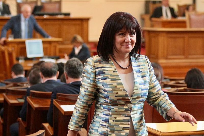 Председателката на Народното събрание Цвета Караянчева се извини за снощните