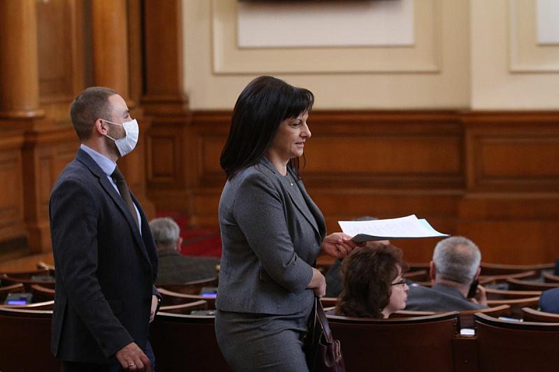 Председателят на парламентарната група на ГЕРБ Даниела Дариткова и народният