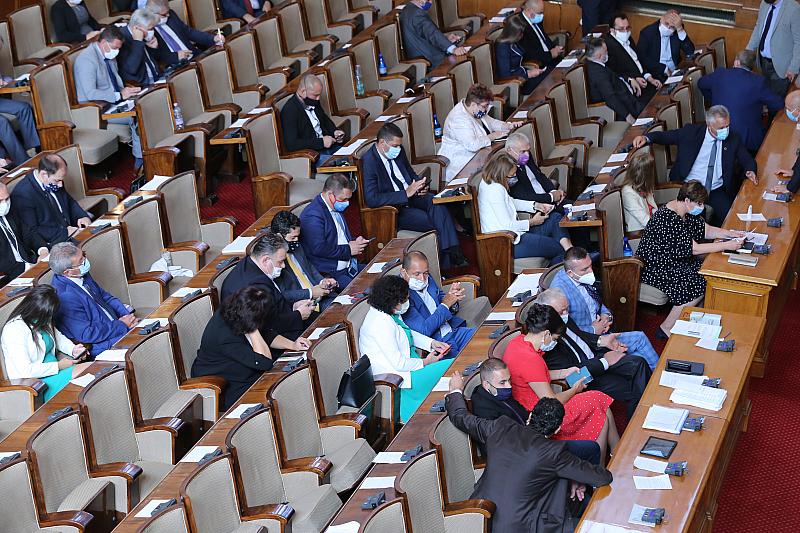 Масови глоби за депутатите в Народното събрание заради неспазване на