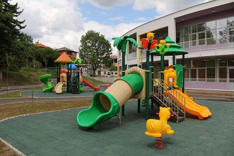 В момента строим нови сгради на 10 детски градини и