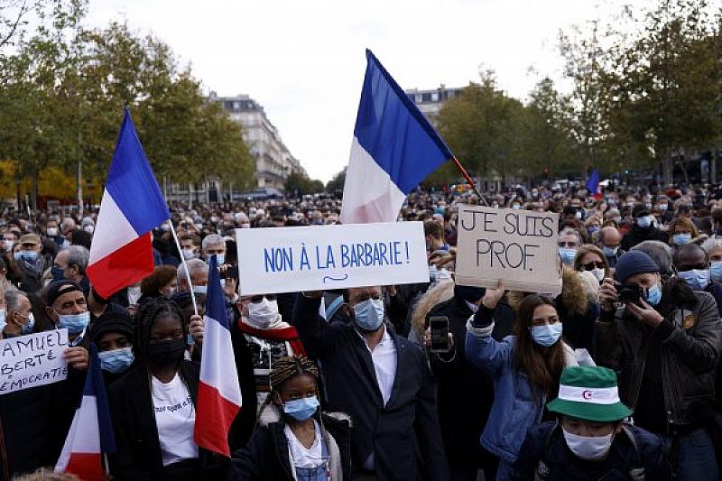 Четирима ученици са сред 15-е арестувани във Франция във връзка