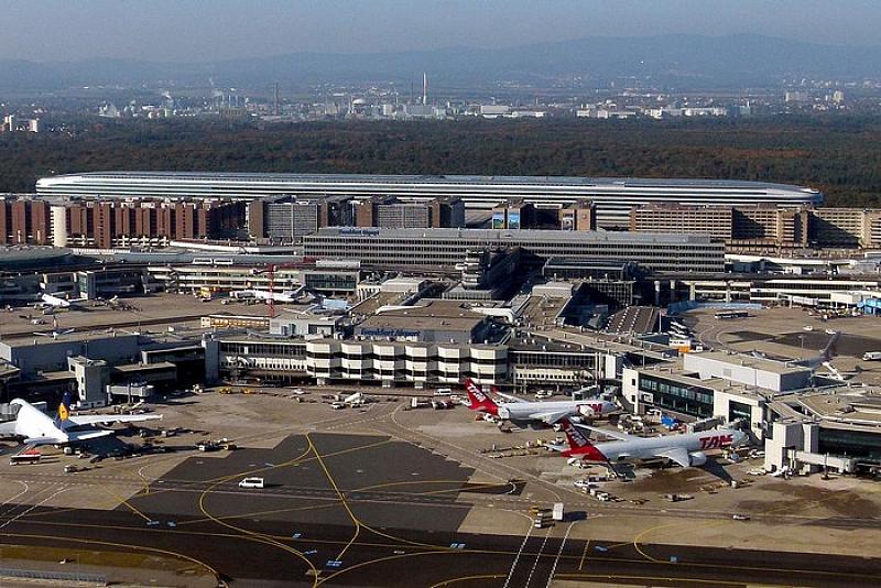 Снимка: Сблъскаха се два самолета на летището във Франкфурт