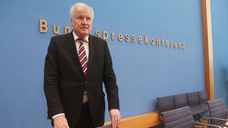 Германският министър на вътрешните работи Хорст Зеехофер смята, че растящият
