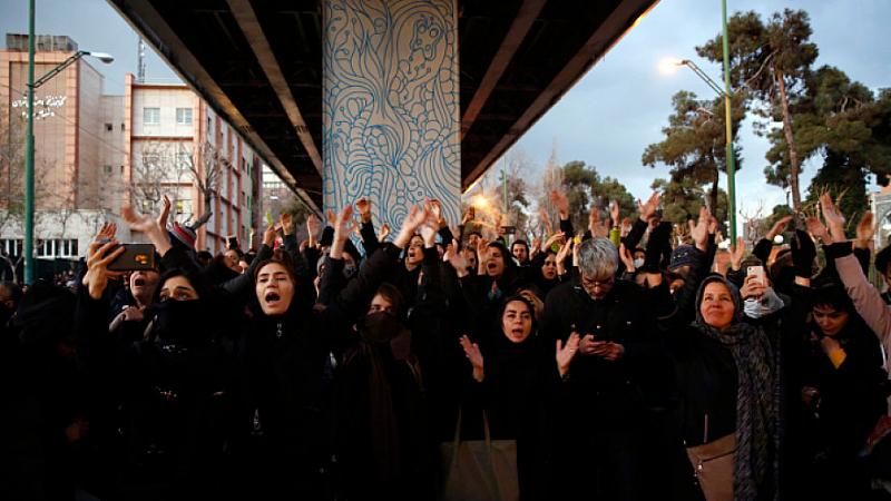 Британският посланик в Иран беше задържан за няколко часа за