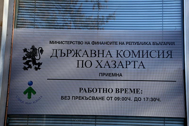 Рано тази сутрин Специализираната прокуратура и МВР влязоха в Комисията