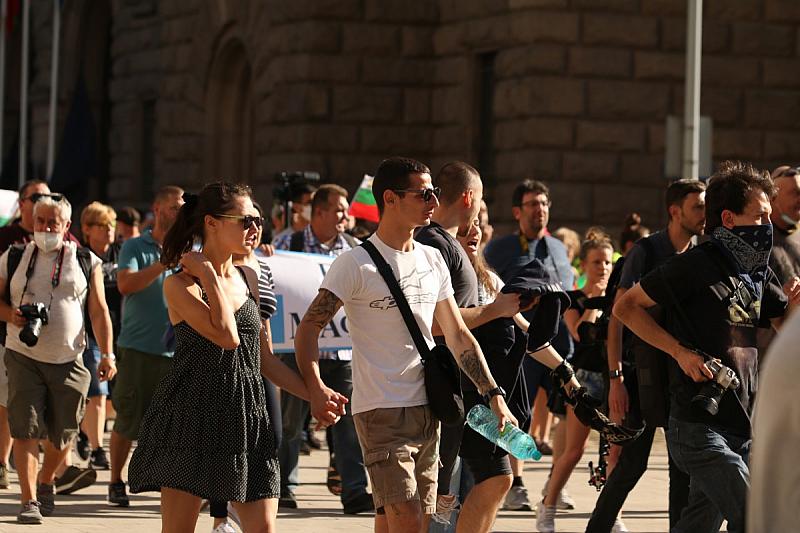 """""""На градската средна класа и на добре образованите млади българи"""