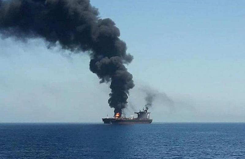 Два взрива избухнаха на борда на ирански танкер в Червено