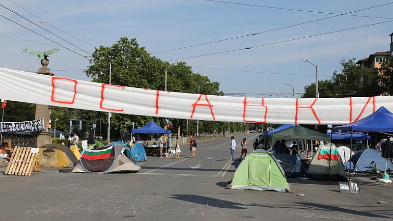 Част от протестиращите настояват Орлов мост да бъде преименуван на