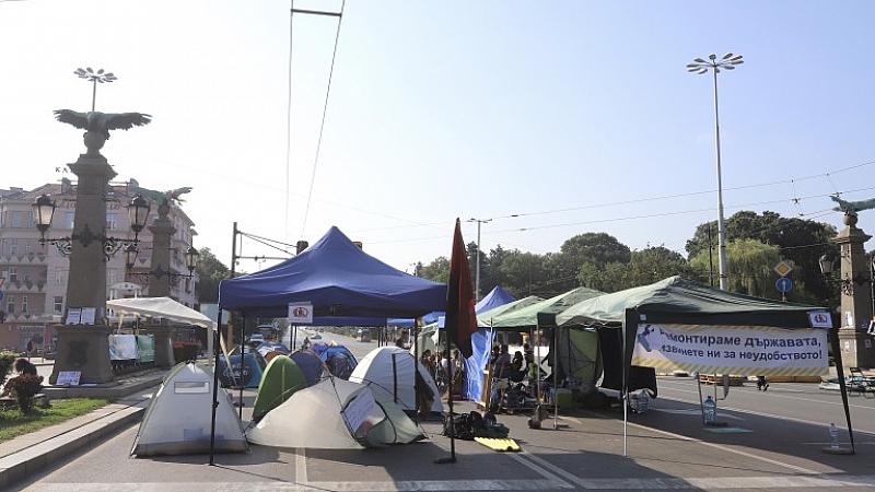 Буря в София в следобедните часове отнесе част от палатковия