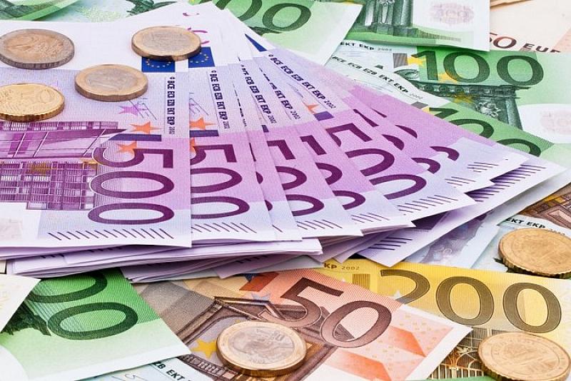 Повече от 922 милиона евро са изпратили българите, живеещи в