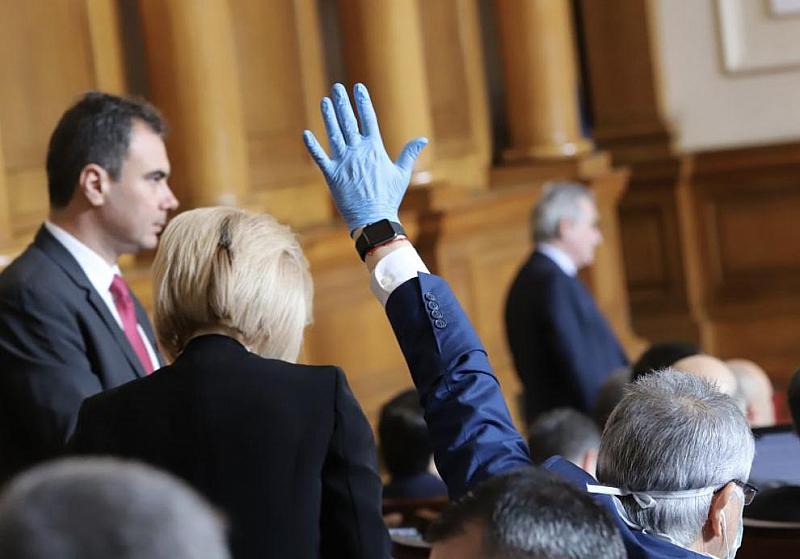 Парламентът ще обсъди на първо четене два законопроекта за промени