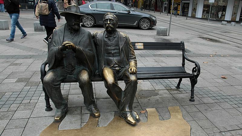 Откраднаха бастуна на Пенчо Славейков от бронзовата статуя на поетите