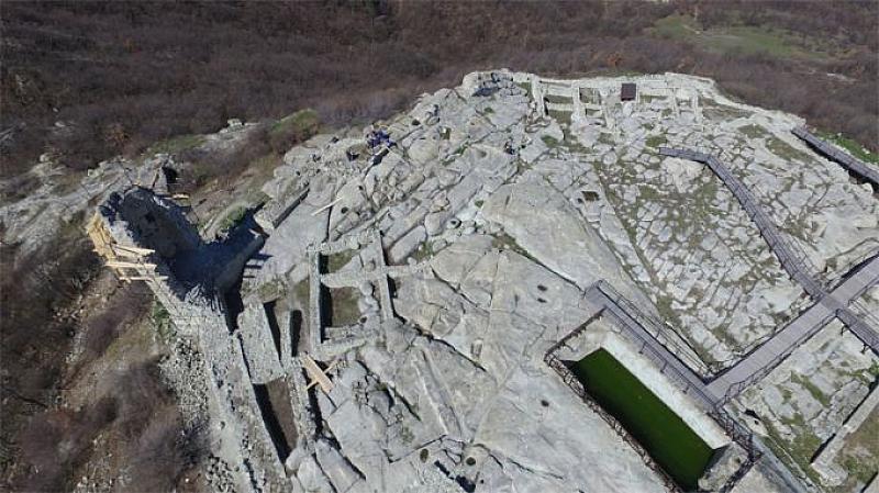 С разкриването на монументален епископски комплекс започна археологическото лято на