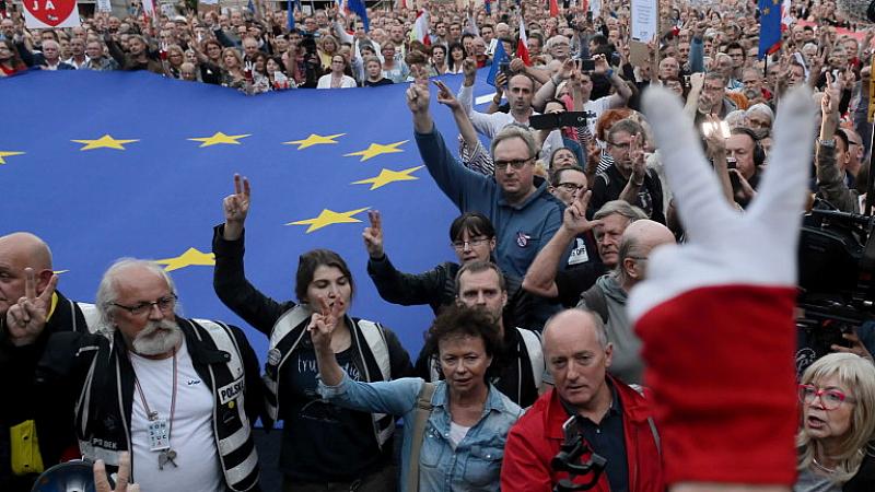Хиляди поляци се включиха в гражданските протести за солидарност със