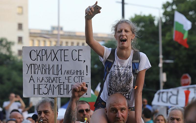 В ден 27 от антиправителствените протести продължава блокадата на три