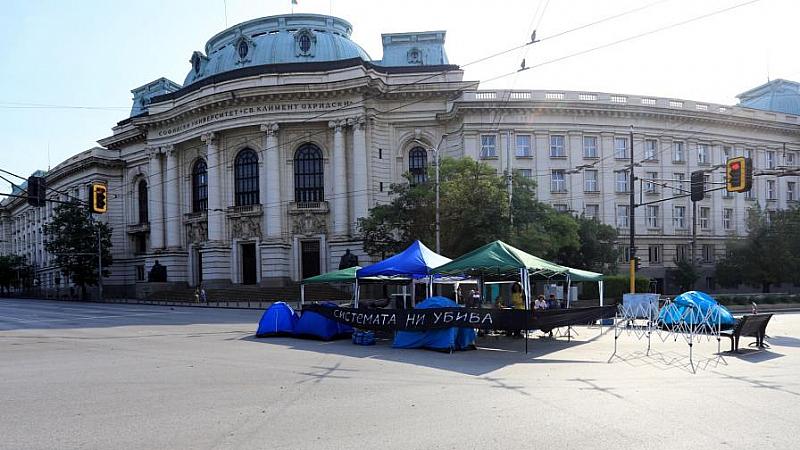 В 33-ия ден ротестиращите пред Ректората на Софийския университет в