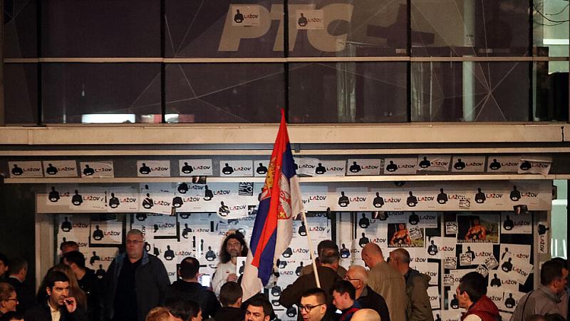 """Около обедните часове активисти на опозиционния """"Съюз за Сърбия"""" и"""