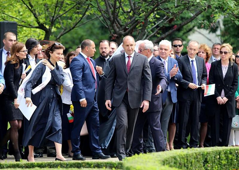 Президентът Румен Радев мобилизира избирателите, които не одобряват досегашното управление,