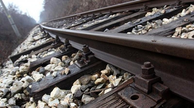 Влак на БДЖ е блокиран в тунел по линията Септември-Добринище.