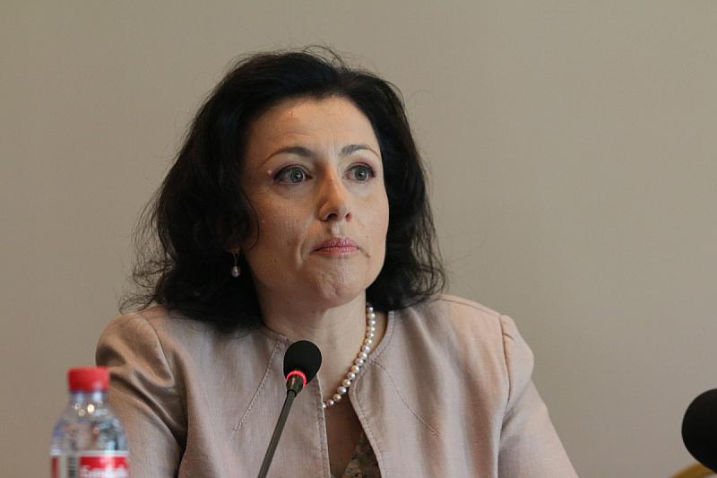 Десислава Танева: Ако Европа види какви сме измамници, ще спре и ...