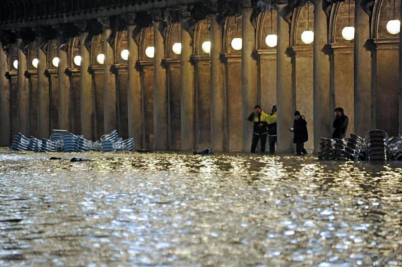 Туристите и жителите на Венеция днес получиха отново разрешение да