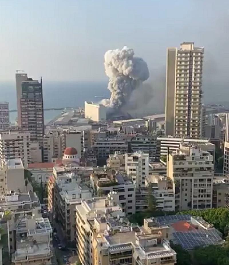 Силна екзплозия разтърси ливанската столица Бейрут. Взривът е станал около
