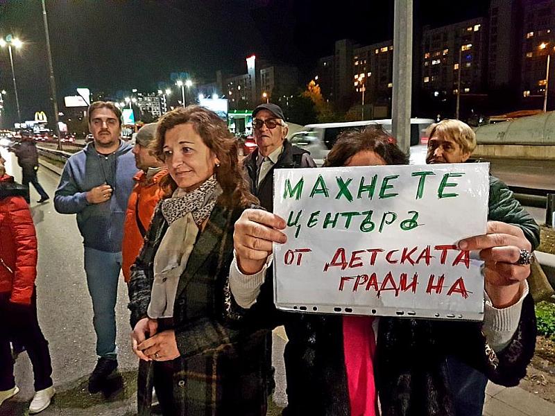 """Жители на """"Младост"""" блокират в този час движението по бул."""