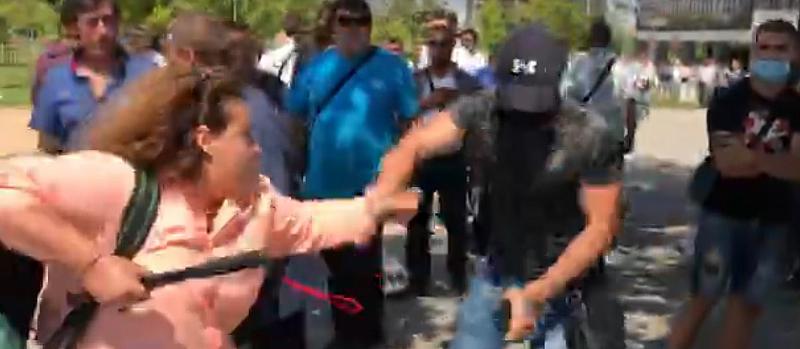 Брутална агресия от страна на млади активисти не ГЕРБ. Журналисти