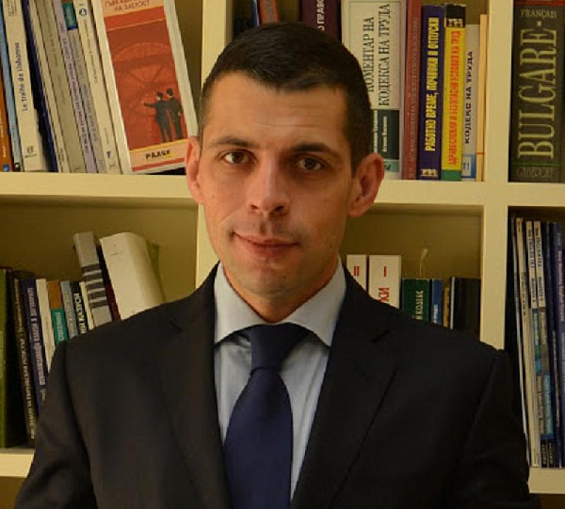 На 12 юли 1991 година е приета настоящата българска Конституция.