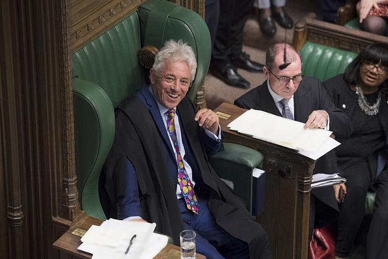 Британските депутати изпратиха с бурни аплодисменти един от най-колоритните личности