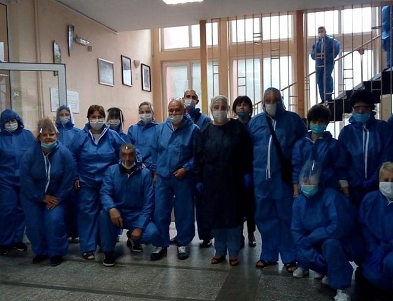 Не, това не са доктори в болницата в Ухан преди